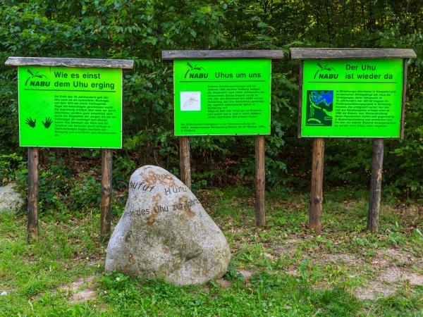 Uhu-Schilder und Uhu-Stein des Nabu