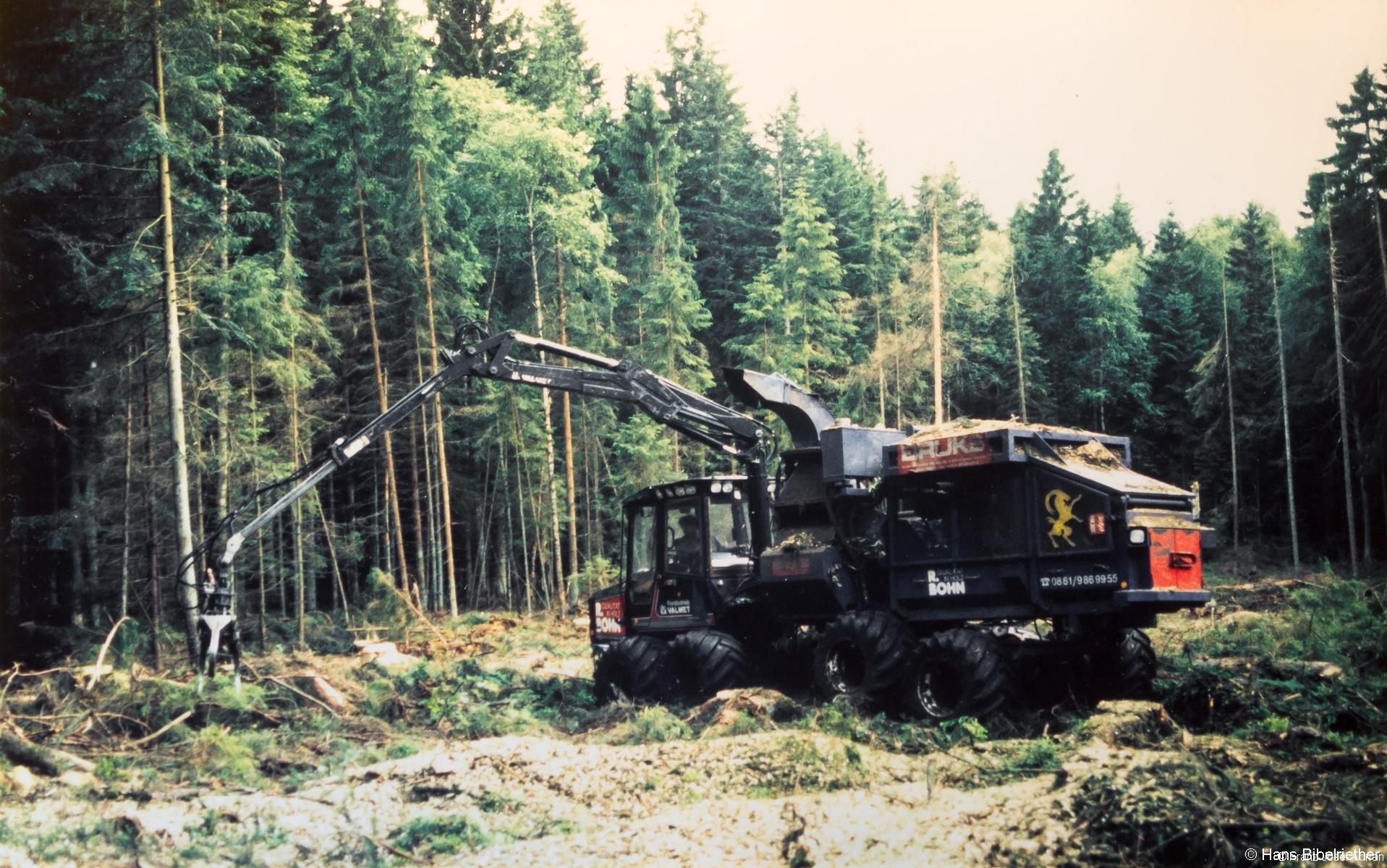Hackmaschine mitten im Moor des Klosterfilz im Sommer 1998